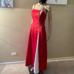 Mary's size 10 red and white gown - length 53""
